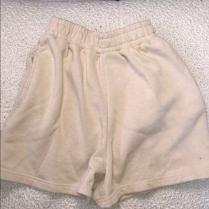 prettylittlething beige shorts size 4 (XS)